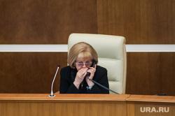 Двадцать первое заседание Законодательного собрания Свердловской области. Екатеринбург, бабушкина людмила, разговаривает по телефону