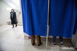 Предварительное голосование за кандидатов Единой России в городскую думу. Тюмень , кабинка для голосования, выборы, избиратели