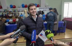 Дмитрий Артюхов и Дмитрий Кобылкин выбирают губернатора Тюменской области, микрофоны, сми, артюхов дмитрий