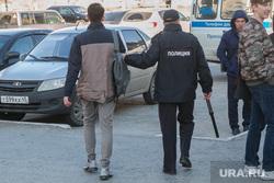 Несанкционированное шествие сторонников Навального у кинотеатра Россия. Курган, дубинка, полиция, задержание