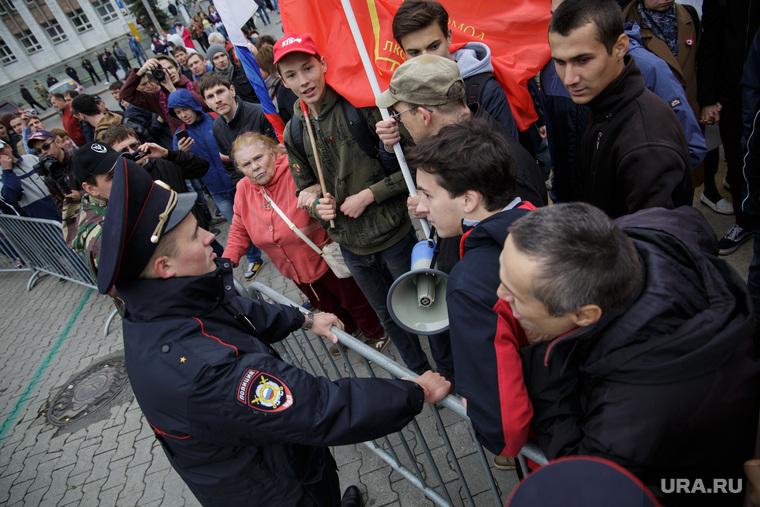 Несанкционированная акция против изменения пенсионного законодательства в Перми, полиция, несанкционированный митинг, акция против пенсионной реформы