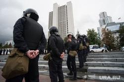 Несанкционированная акция против изменения пенсионной системы в Екатеринбурге, правительство свердловской области, полиция, оцепление, октябрьская площадь