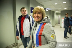 Встреча олимпийских медалистов Дениса Спицова и Александра Большунова в аэропорту. Тюмень, носкова луиза