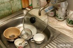 Вода из крана. Курган, раковина, грязная посуда, вода из крана