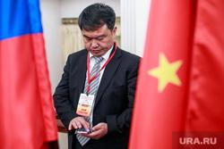 XI Пленарное заседание российско-китайского комитета дружбы, мира и развития. Москва, флаги россии и китая