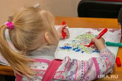 Разное. Курган, рисунок, детство, новогодняя елка, девочка, картинка, дети, ребенок рисует, фламастеры