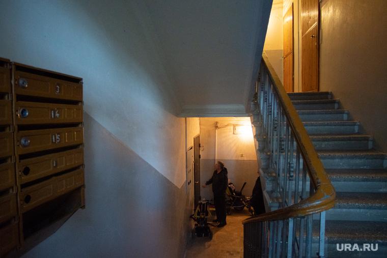 Дом возле свердловской филармонии. Екатеринбург, почтовые ящики, парадная, подъезд, лестница