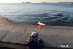 Крым. День перед референдумом., набережная, море, берег, залив, флаг россии
