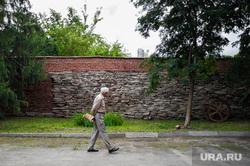 Виды Екатеринбурга, пенсионер, прогулка, парк, дедушка