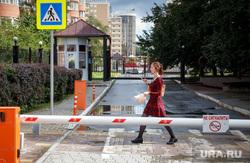 Улица Красноармейская «Квартал миллионеров». Екатеринбург, шлагбаум