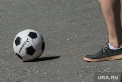 Разное. Курган  , футбольный мяч, футбол, нога, игра в мяч