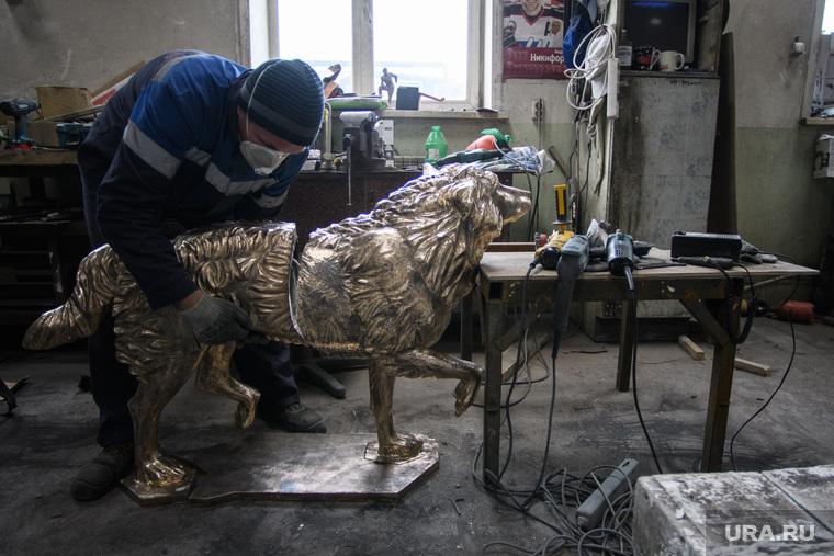 Изготовление скульптуры челябинского Хатико. Свердловская область, пос. Новоалексеевское, скульптура, мастерская, сборка, собака, изготовление скульптуры, скульптура собаки