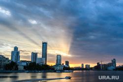 Виды Екатеринбурга, тепло, городской пруд, город екатеринбург, лето, закат, вечер