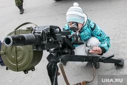 День пограничника. Курган, оружие, прицел, автоматический гранатомет, ребенок с оружием