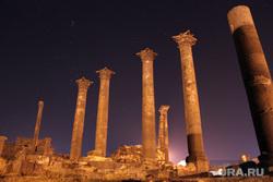 США, комета,метеор,сирия, колонны, Сирия, руины, босра, архитектура сирии