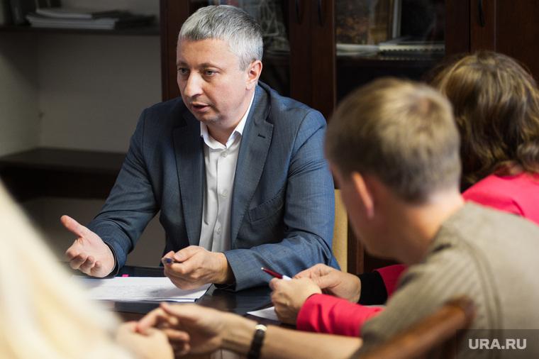 Жильцы дома, расположенного около Свердловской  филармонии, в администрации города Екатеринбурга