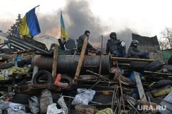 Майдан. Киев. Украина. 21.02.2014, флаг украины, майдан, баррикады, беспорядки, революция