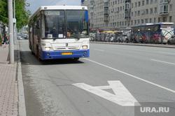 Выделенная полоса для общественного транспорта на улице Карла Либкнехта. Екатеринбург, выделенная полоса, автобус, общественный транспорт