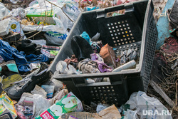 Свалка мусора в частном секторе города не перекрестке улиц Чкалова и Зеленой. Курган, помойка, пластик, мусор, свалка