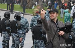 Задержания участников митинга против пенсионной реформы в Екатеринбурге, омон, селфи, полиция