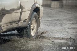 Ямы на дорогах Екатеринбурга., лужа, грязь на дороге