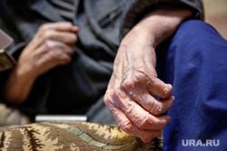 Долгожитель Дмитрий Юмин. 100 лет. Екатеринбург, пенсионер, старик, старость, пожилой человек, морщины, руки