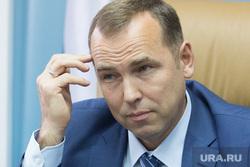 Встреча врио губернатора Курганской области Шумкова Вадима со СМИ. г. Курган, шумков вадим, портрет, чешет голову