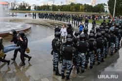Задержания участников митинга против пенсионной реформы в Екатеринбурге, омон, полиция, задержание, октябрьская площадь, город екатеринбург