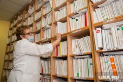 Урайская городская клиническая больница. Урай , регистратура, поликлиника, карточки пациентов, картотека, больница