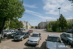 Виды города. Курган, привокзальная площадь, стоянка автомобилей, город курган
