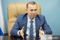 Встреча врио губернатора Курганской области Шумкова Вадима со СМИ. г. Курган, шумков вадим, портрет, жест руками