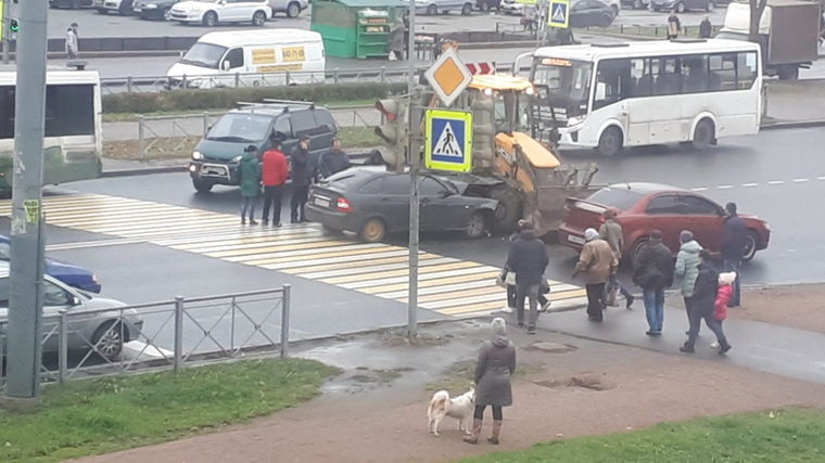 Стас Барецкий врезался втрактор на Лада Priora вПетербурге