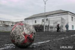 Футбольный матч между командами Курганской областной Думы и заключенными колонии №6. Иковка. Курганская обл, мяч, футбол, колония, ик-6
