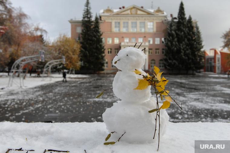 Объезд городских территорий Борисом Дубровским. Челябинск, снеговик, первый снег