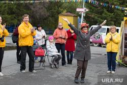 Уральский тур Доброй воли. Волонтеры - саентологи. г. Курган, пенсионерка, радость, руки вверх