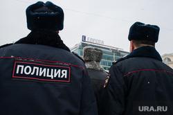 Вручение свердловским полицейским ключей от новых автомобилей. Екатеринбург , полицейские, тц европа, зима, мвд, полиция