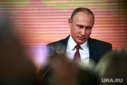 Ежегодная итоговая пресс-конференция президента РФ Владимира Путина. Москва, портрет, путин владимир, смущение, застеснялся, опустил глаза