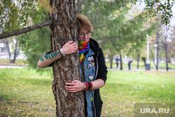 Флешмоб в сквере у Драмтеатра. Движение в защиту парков и скверов. Екатеринбург , дерево, объятие