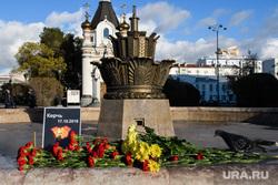 Цветы на площади Труда. Екатеринбург, площадь труда, керчь, фонтан каменный цветок, мемориал, цветы