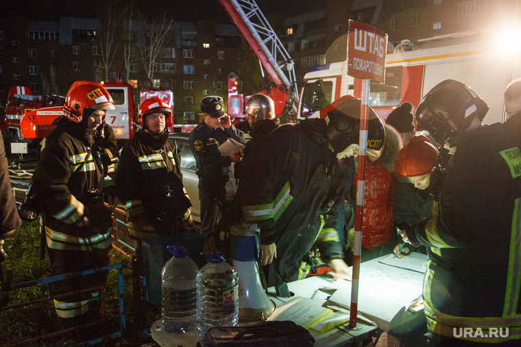 Пожар в 16-этажном доме на улице Таежной. Екатеринбург, мчс россии, пожарные, штаб мчс