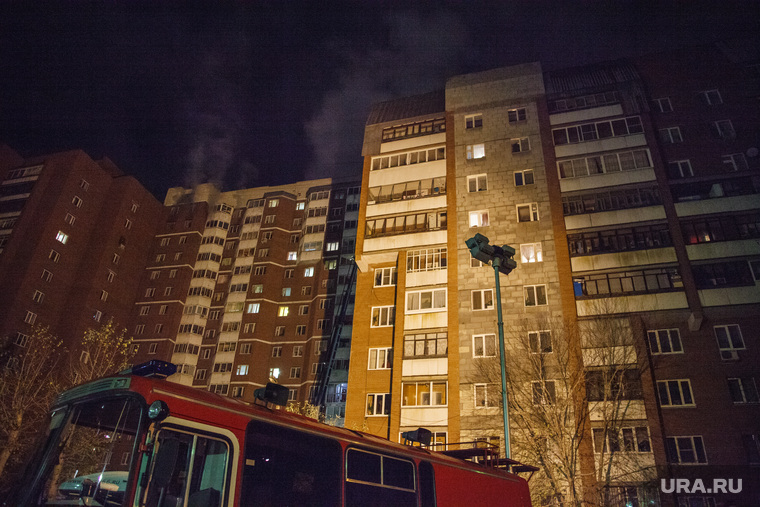 Пожар в 16-этажном доме на улице Таежной. Екатеринбург, улица таежная11, улица техническая68