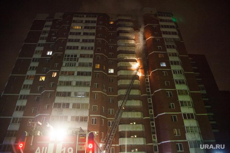 Пожар в 16-этажном доме на улице Таежной. Екатеринбург, дым, пожар, дом, улица таежная11