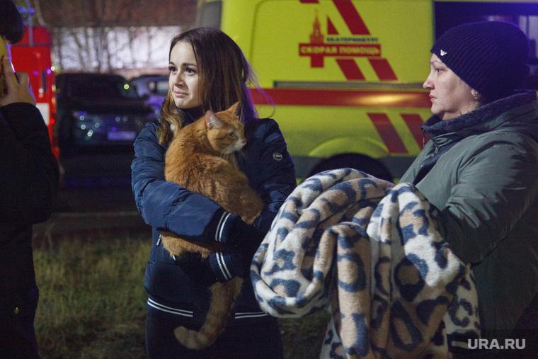 Пожар в 16-этажном доме на улице Таежной. Екатеринбург, девушка, кот, эвакуация жильцов