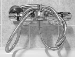Открытая лицензия от 10.08.2016. Паралимпиада, социальные сети, душ, вода, кран, смеситель, душ, термостат
