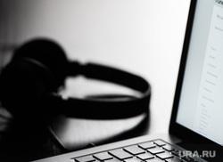 Клипарт по теме Интернет-приложения. Екатеринбург, ноутбук, наушники, приложение, app store