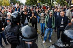 Несанкционированный митинг сторонников Навального против пенсионной реформы. Челябинск, оцепление, омон