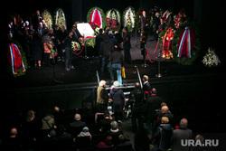 Прощание с Николаем Караченцовым в театре Ленком. Москва, венки, сцена, прощание с усопшим