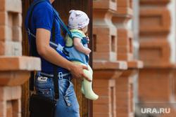Харитоновский, резиденция и др. клипарт. Екатеринбург, ребенок, младенец, папа, отцовство, отец, дети, лялька