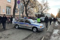Эвакуация правительства Челябинской области, полицейская машина