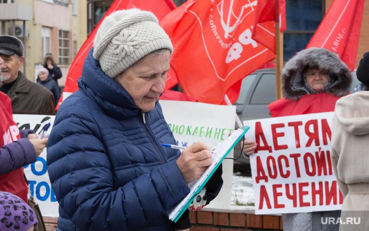 Митинг партии КПРФ против Единой России на территории детской поликлиники по ул. Карбышева.